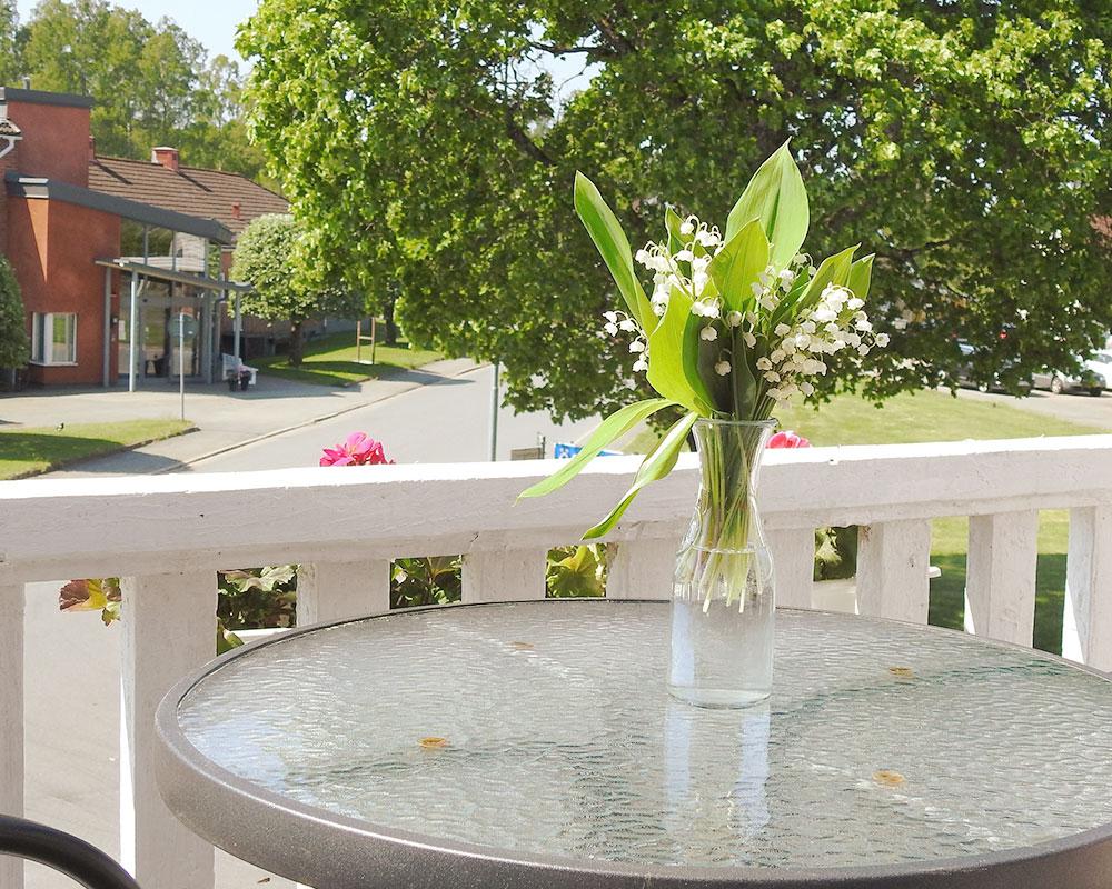 Regnbågsdalen pensionat bistro restaurang café bed and breakfast pub uteservering glass i Ingatorp Småland