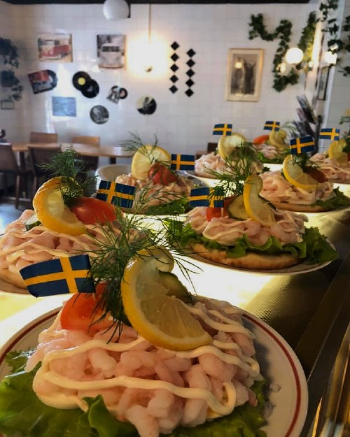 café bakverk kakor mackor smörgåsar kaffe te läsk Regnbågsdalen i Ingatorp Småland